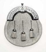 Bild: http://www.scotbagpipes.com/acatalog/Masonic_Sporrans.html