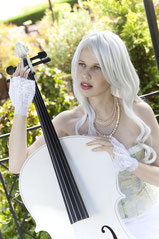 Ravienne Art Model - Foto, Cello, Perücke, Musik auf Reisen