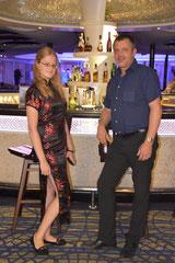 Mit Lisa an der Bar eines Jangtse-Flussschiffes
