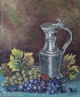 Weintrauben mit Zinnkanne