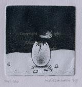 Eierschale mit Feder