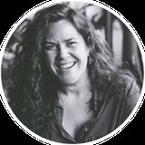Photo noir et blanc de Marie Deschene fondatrice de l'Académie des Autonomes formation pour travailleur autonome francophone du Québec par Aurore Degaigne