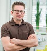 Zahnarzt Dr. Cyrus Ansari, Marburg, informiert zum Thema Implantate