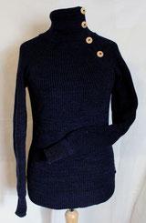 von ritsch-ratsch gestrickter Pullover mit Knopfleiste und Daumenlöchern