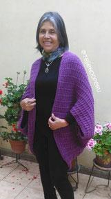 Poncho con mangas para damas tejido en dos agujas
