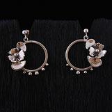Boucles oreilles pendantes pour femme faites main en argent avec fleurs feuilles billes et anneaux