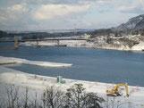 雪の阿賀野川