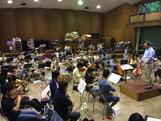 通常練習は芸術学部棟の奏楽堂で行われます。