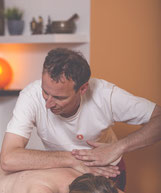 Ayurveda Rückenmassage @ yogamed - Foto by Robert Brünner