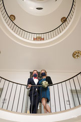 Brautpaar im  Treppenhaus des Rathaus Hechingen