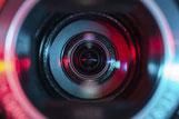 Digitale Hochleistungskamera mit hochwertigen Objektiven zur Erfassung kleinster Schwingungs-Bewegungen von Strukturen als Basis einer berührungslosen Betriebsschwingungsanalyse (Non-Contact Operating Deflection Shape NC-ODS)