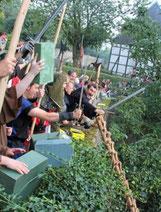 """""""Lasst sie kommen!"""": Die Rüthener Bürgerschaft empfing die Horden gebührend."""