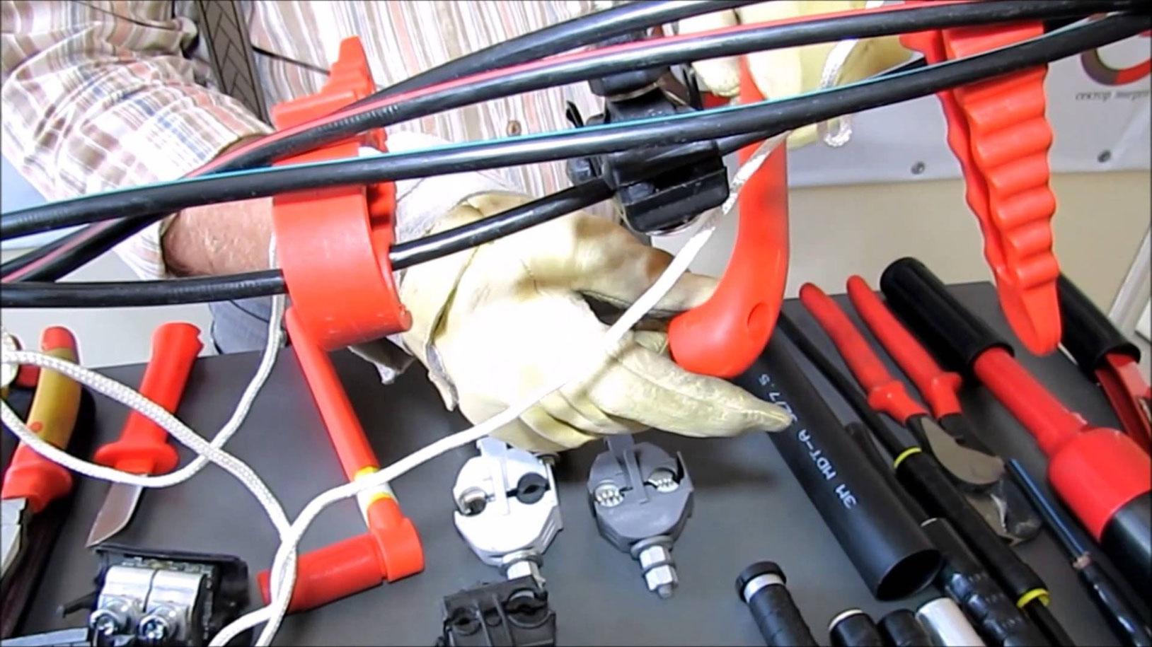 всех инструмент для электромонтажа проводки ролях: