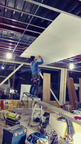 天井板の設置