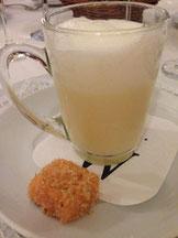 Spargel-Cappucino mit Lachspraline