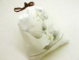 きんちゃく   ~ドクダミの白い花~