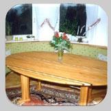 Tische und Eckbänke bei der Schreinerei Berschneider Neumarkt