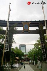 お祭準備中の富岡八幡宮。(8月12日)