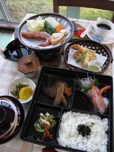 日替弁当と海鮮焼等、天ぷら付です