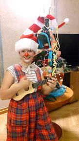 Clownin Popolina jongliert Weihnachten Foto: (c) foto.fritz.at