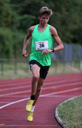 Timon Theuer gewinnt die 1500m beim WLV-Meeting am 14.7.