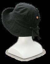 スリットボタン付きハット 3,900円 折り畳み可能な綿100%のカジュアル帽子です。通気性抜群のスリット入り。スリットは開きすぎないようボタンで固定できて安心です。◇素材/綿100%    ◇カラー/ブラック   ◇サイズ/フリー ◇日本製