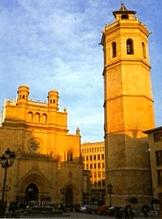 Torre el Fadrí y Catedral de Santa María de Castellón de la Plana.