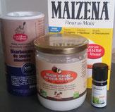 Huile de coco, bicarbonate, fécule de mais, palmarosa