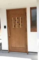 木製ドア 玄関 個性的