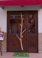 木のドア カフェ 店舗 木製玄関ドア