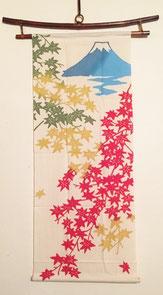 紅葉と富士山のタペストリー