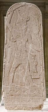 """Baal, dieu cananéen de l'Orage et de la fertilité. Son nom signifie """"Seigneur"""". dieu des Eaux et de la Pluie fécondante dans les cultes agraires, il s'oppose à Môt, la sécheresse et la Mort. Symbole de la renaissance de la nature au printemps."""