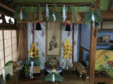 床の間のに竹内棲鳳の神皇図(神武天皇と随神)を飾る