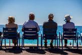 Alte Menschen am Meer Sparplan