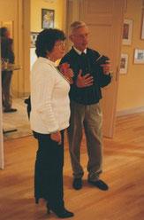 Jeanine Rivais parlant avec le père d'un exposant