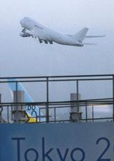 クルーズ船から救出して、2機のチャーター便でアメリカへ飛び立つ