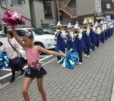 パレードは行く先々で大人気