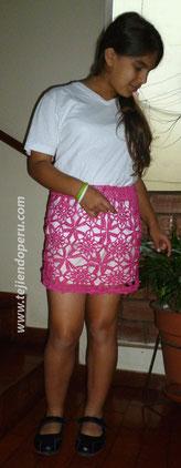 Falda con cuadrados o granny square tejidos a crochet