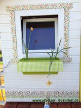 Serviettentechnik Holzfenster Fensterrahmen Blumenkasten Blumenmuster Außen wetterfest
