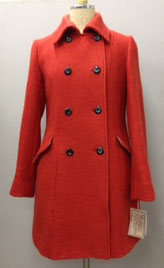 ウールのコートが新鮮!色はオフとネイヴィー 3色展開です! それぞれ 3着づつの限定販売です! ¥35、000