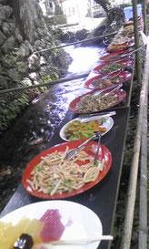 ▲ 地元の方手作りのたくさんのお料理