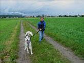 Ich mit Damian an der Leine (Foto Huskypost)
