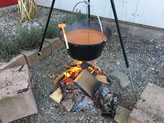 Gulaschsuppe vom Feuer