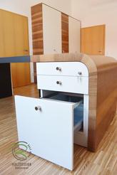 Bürocontainer mit Hängeregister, Schreitischeinsatz für Bürountensilien, weiß lackiert u. Nussbaum furniert mit Radius-Formverleimung am Schreibtisch, abschließbar