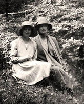Mary Stella Edwards und Judith Ackland