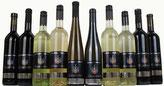Weinflaschen weiße und schwarze Flaschen mit schwarzem Etikett