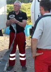 Klaus Maser bei einer Übung der ersten Freiwilligen Feuerwehr in Albanien