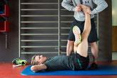 Christian Kraus am Kunden in Zürich. Stretching. Dehnen, Regeneration. Physiotherapie. Personal Training