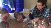 2. Dann mit Wasser vermischen