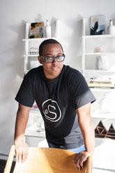 Portrait corporatif homme noir CEO SS Animation animateur de mariages Sacha Salomon à Montréal Canada photo par Marie Deschene Pakolla